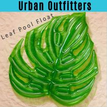 フロート【UO】UrbanOutfitters Leaf Pool Float