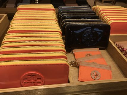 Tory Burch 長財布 ぷるぷる☆TORY BURCH STACKED PATENT ZIP CONTINENTAL WALLET(2)