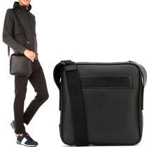PRM024 MESSENGER BAG IN GRAINED CALF