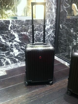 MONCLER スーツケース 即発1点限り*RIMOWA×MONCLERスーツケース機内持ち込み可サイズ