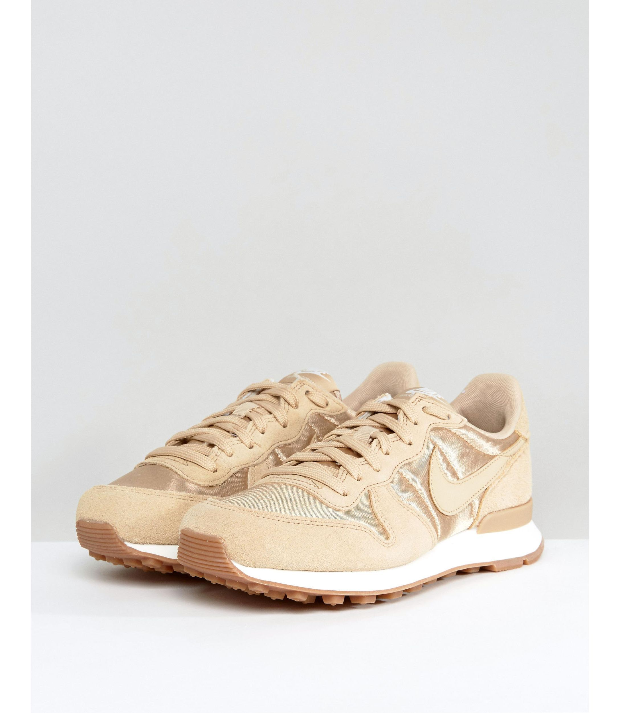 送料無料Nike Internationalist Essential スニーカー
