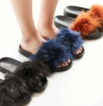 送料無料♪Urban Outfitters Super Furry Pool Slide サンダル