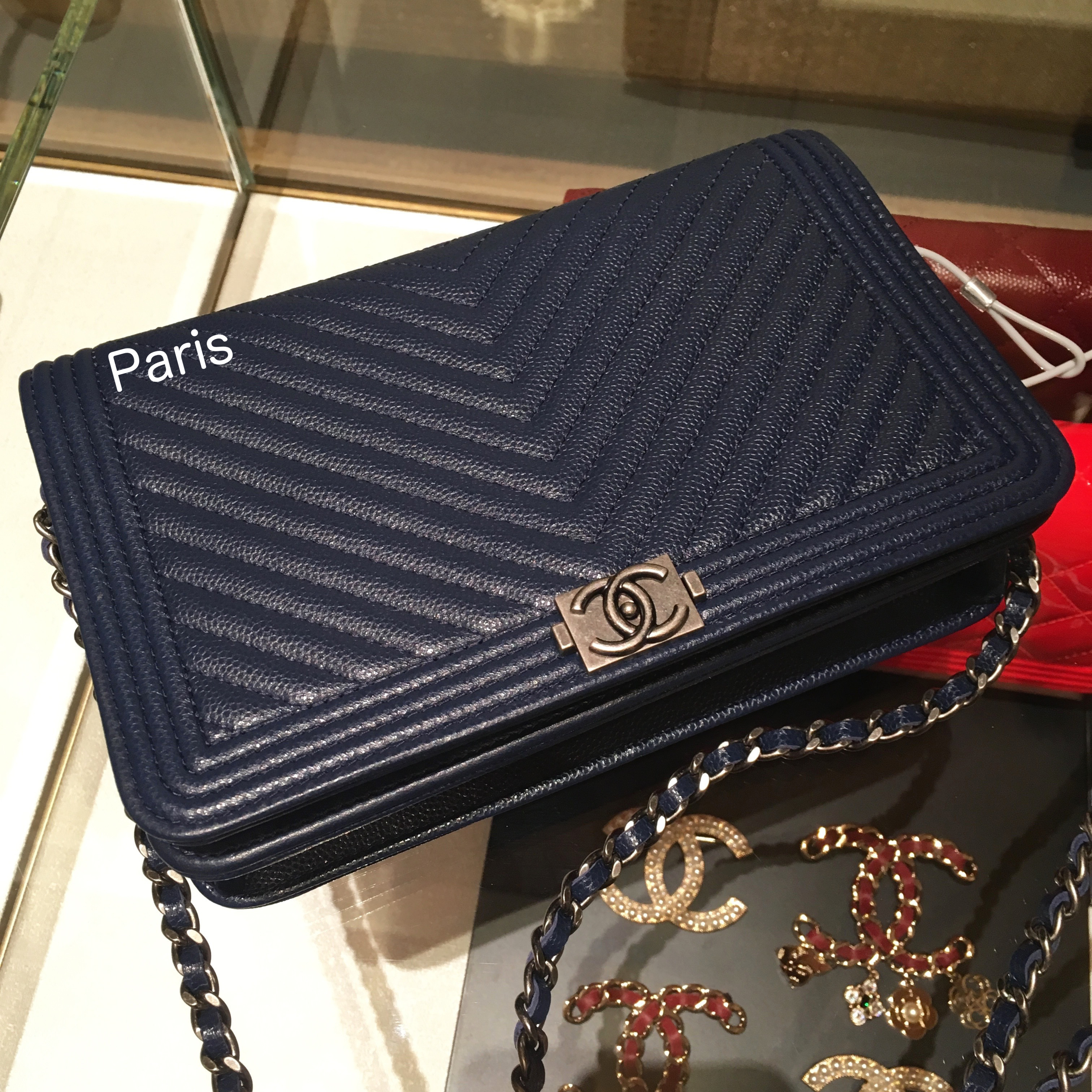 17AW限定!CHANEL《洗練されたモード感♪》WOC A80287 NAVY♪