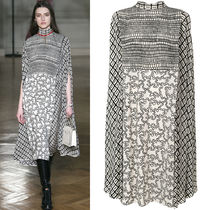 17-18AW V807 LOOK4 ABSTRACT PRINT SILK CAPE DRESS