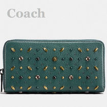 Coach/natural pebble leather with prairie rivets