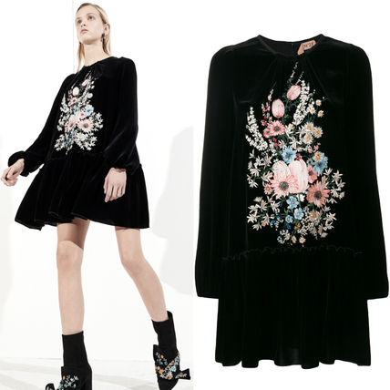 17-18AW NV011 LOOK31 VELVET DRESS WITH FLORAL EMBROIDERY