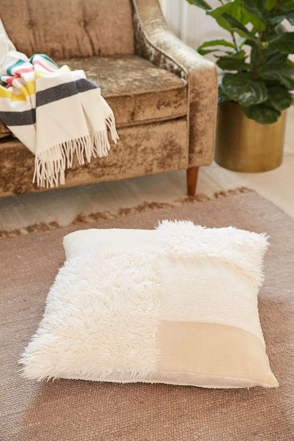 Urban Outfitters☆Mabel Patched Faux Fur Oversized Pillow