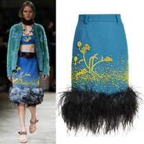 PR778 LOOK12 EMBELLISHED WOOL BOUCLE SKIRT WITH FEATHER