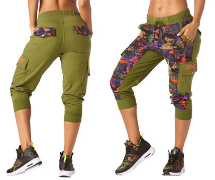 ZUMBA フィットネスボトムス 新作♪ZumbaズンバClub Camo French Terry Cargo Capris-Olive
