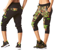 新作♪ZumbaズンバClub Camo French Terry Cargo Capris-BBlack