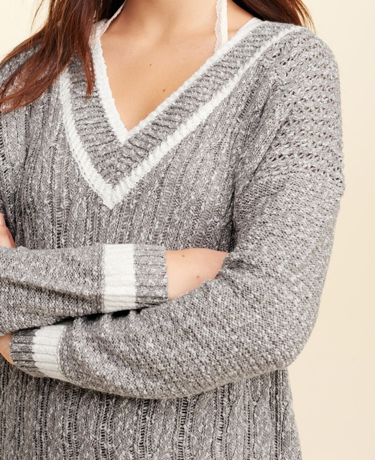 ★新作★送料込★Hollister★Oversized V-Neck Sweater★