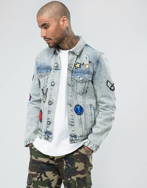 送料込ASOS Denim Jacket with Badges in Mid  デニムジャケット