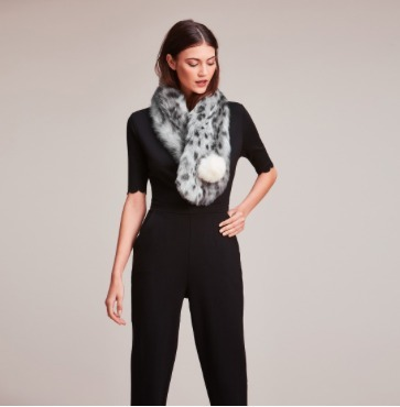 【helen moore】2017 NEW☆  Fur Pom Button Scarf