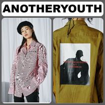 ANOTHERYOUTH(アナザーユース) ブラウス・シャツ 【ANOTHERYOUTH】正規品★バック プリントシャツ 2色/追跡送料込