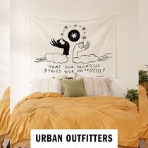 【URBAN OUTFITTERS】 Trust Your Process タペストリー