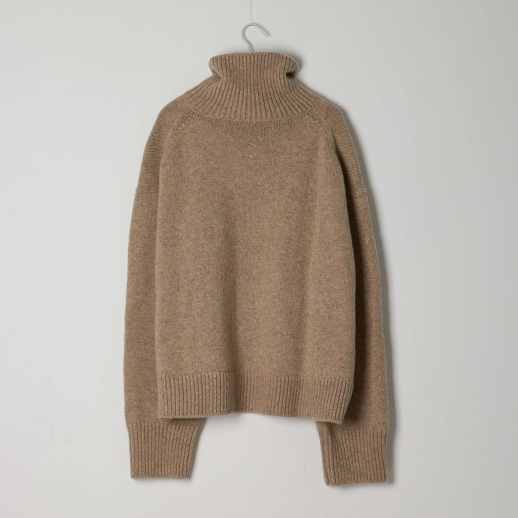 【CELINE】ASYMMETRIC KNITTED SWEATER / BEIGE