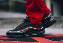 入手困難!Undefeated x Air Max 97 OG 'Black'