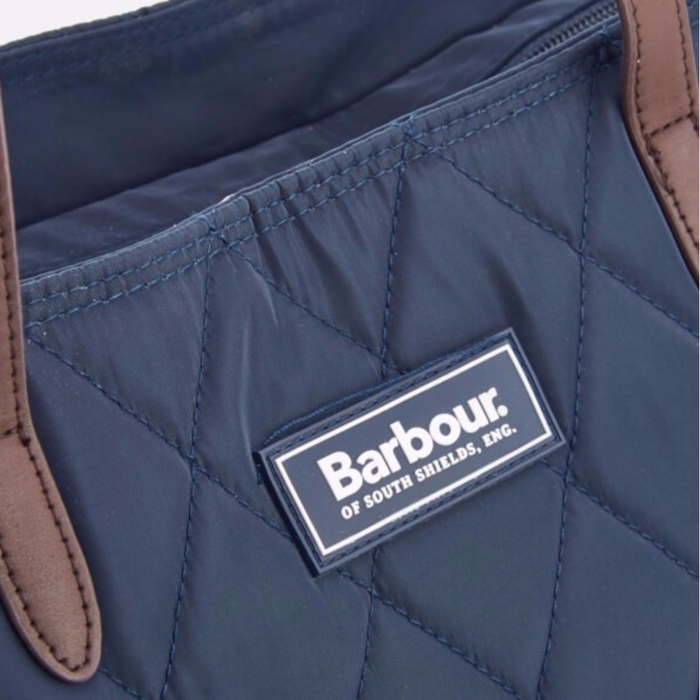 Barbour(バブアー)  キルティングトートパック