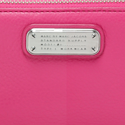 Marc by Marc Jacobs New Q Wingman Wallet 長財布 スマホケース