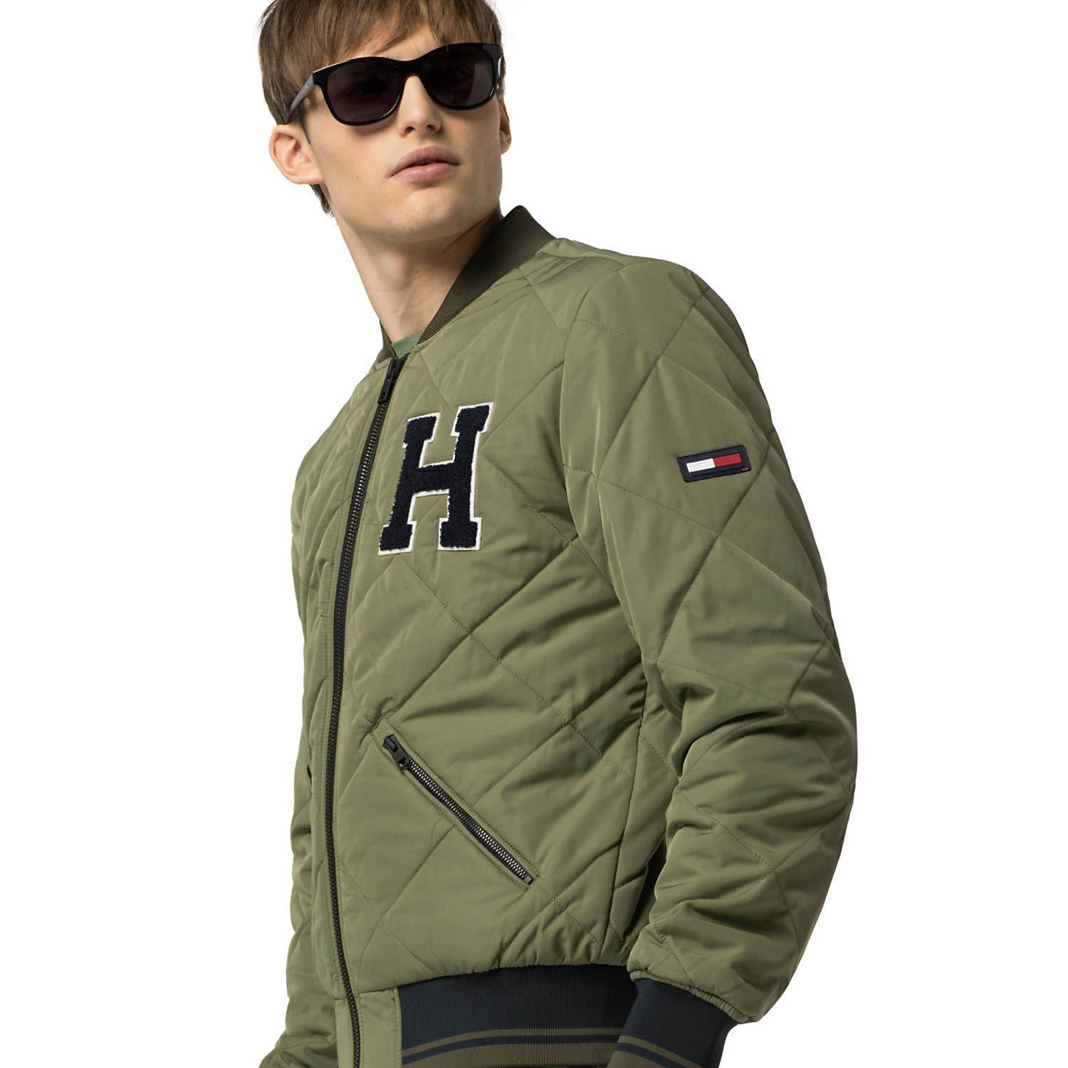 【Tommy Hilfiger 】VARSITY QUILTED JACKET 袖 ロゴ