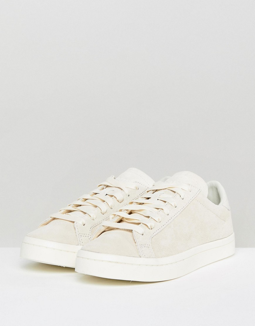 adidas Originals Court Vantage Trainers In Off White