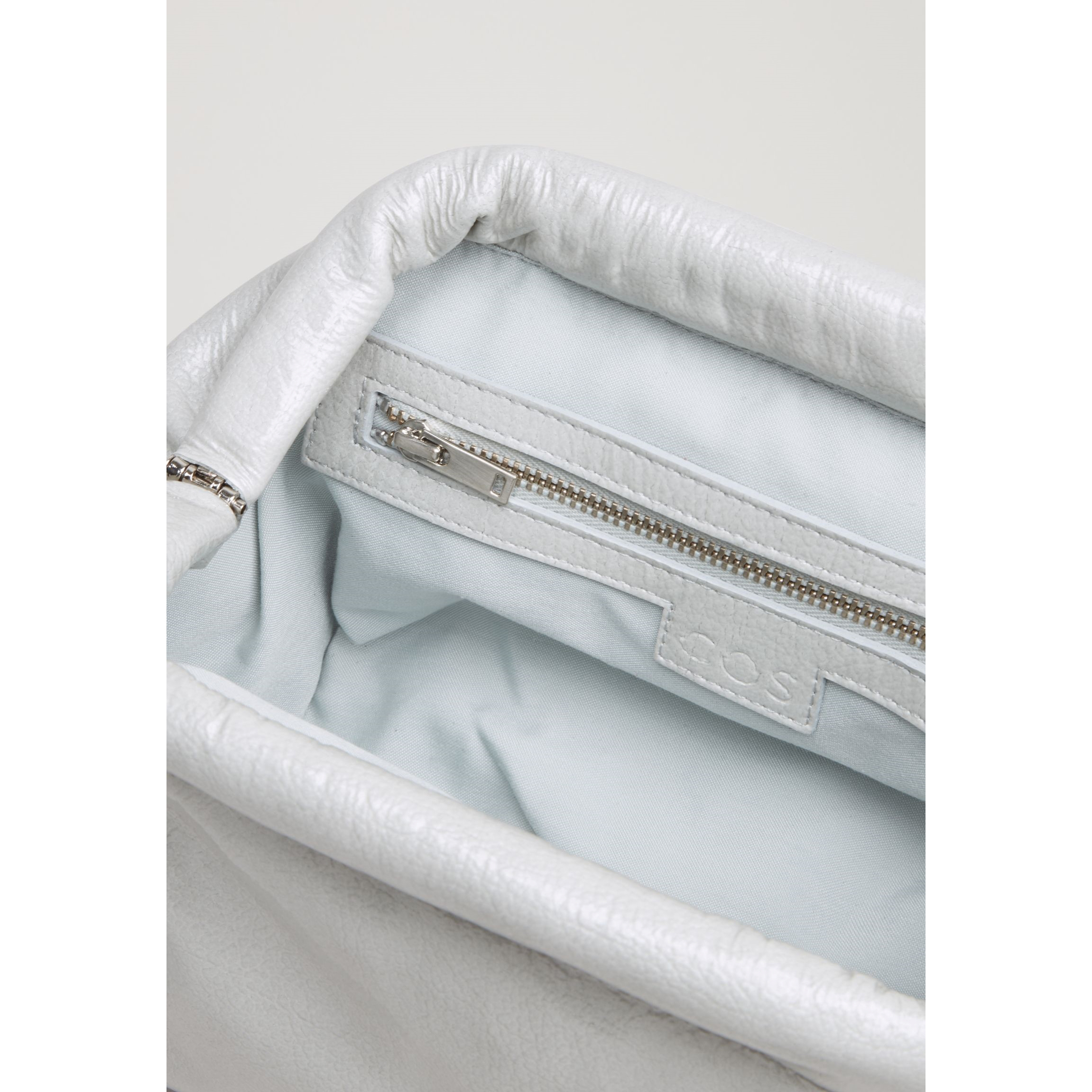COS☆SOFT PADDED LEATHER CLUTCH / grey