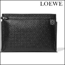 【LOEWEロエベ】 T embossed leather pouch