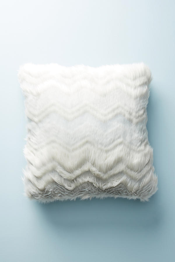 ANTHROPOLOGIE☆Chevron Faux Fur Pillow☆税関送料込み