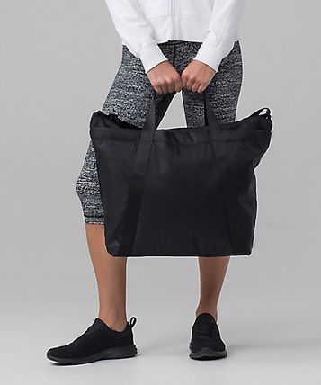 セール! [lululemon]〓使える! Carry the Day Bag (21L)