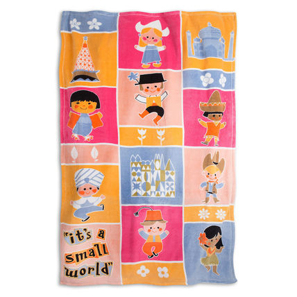 ''it's a small world'' Fleece Throw