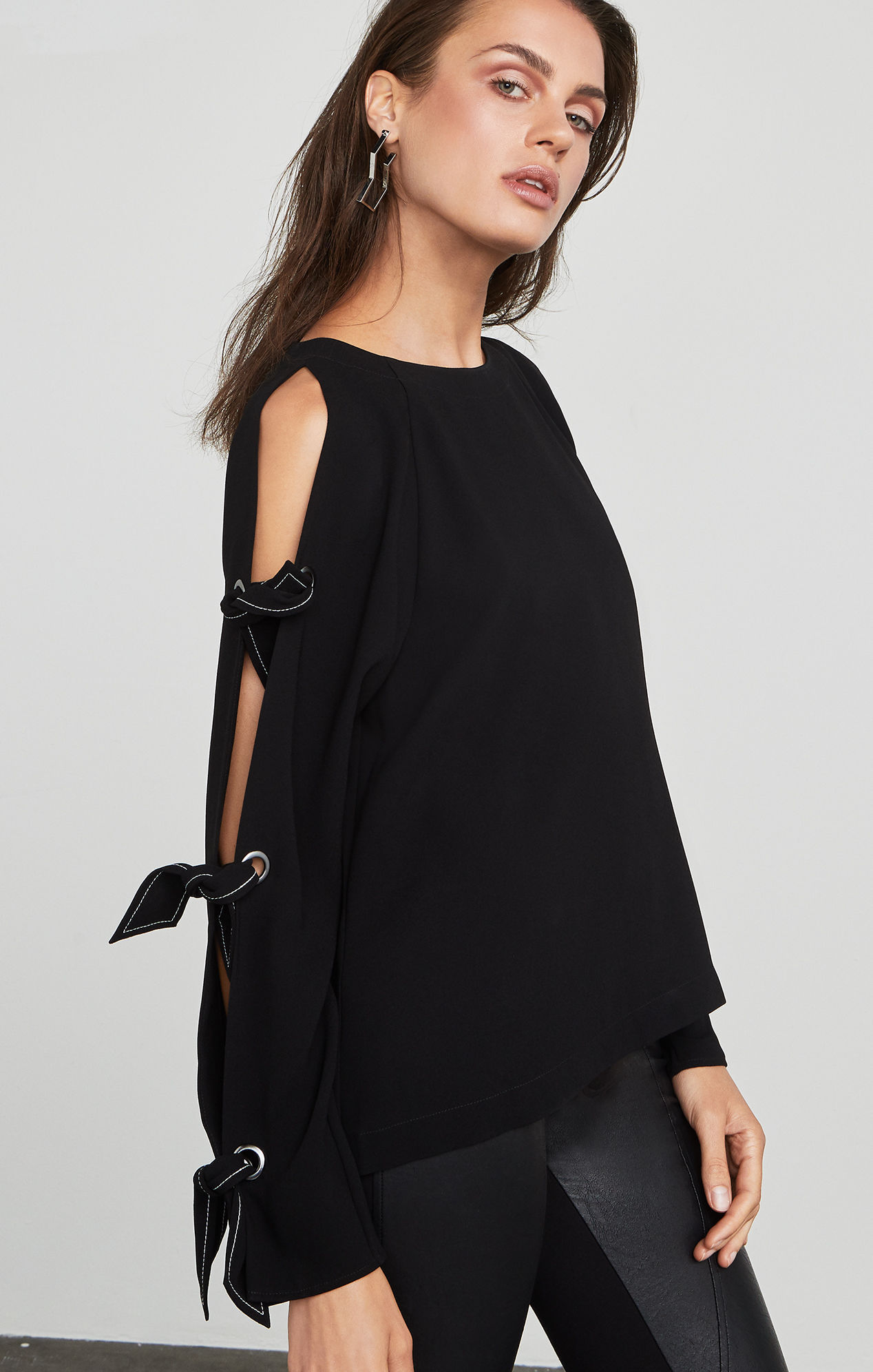 【BCBG MAXAZRIA】トップス♪ Haydin Cold-Shoulder Top