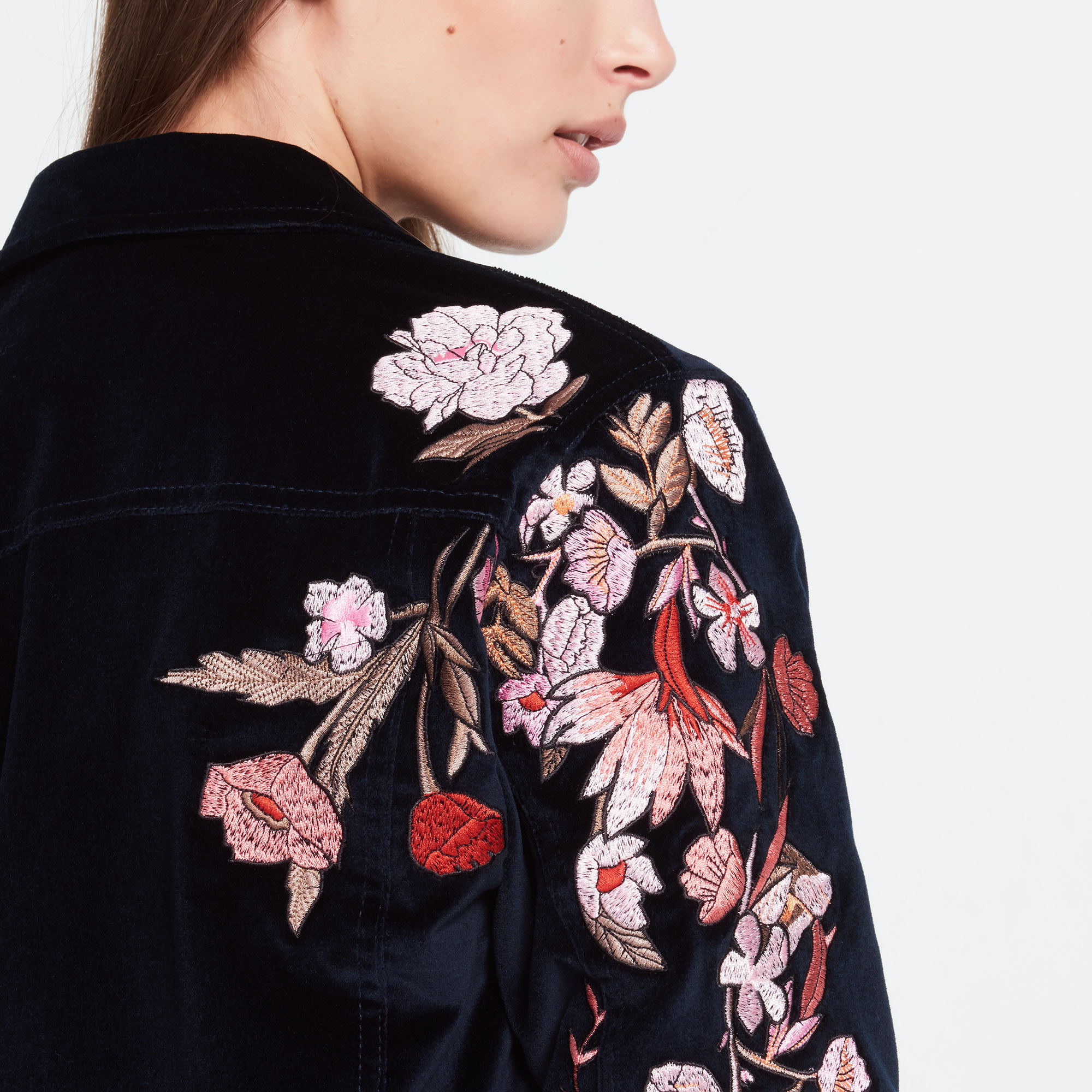 日本未入荷【sandro】Velvet jacket with floral emb ジャケット