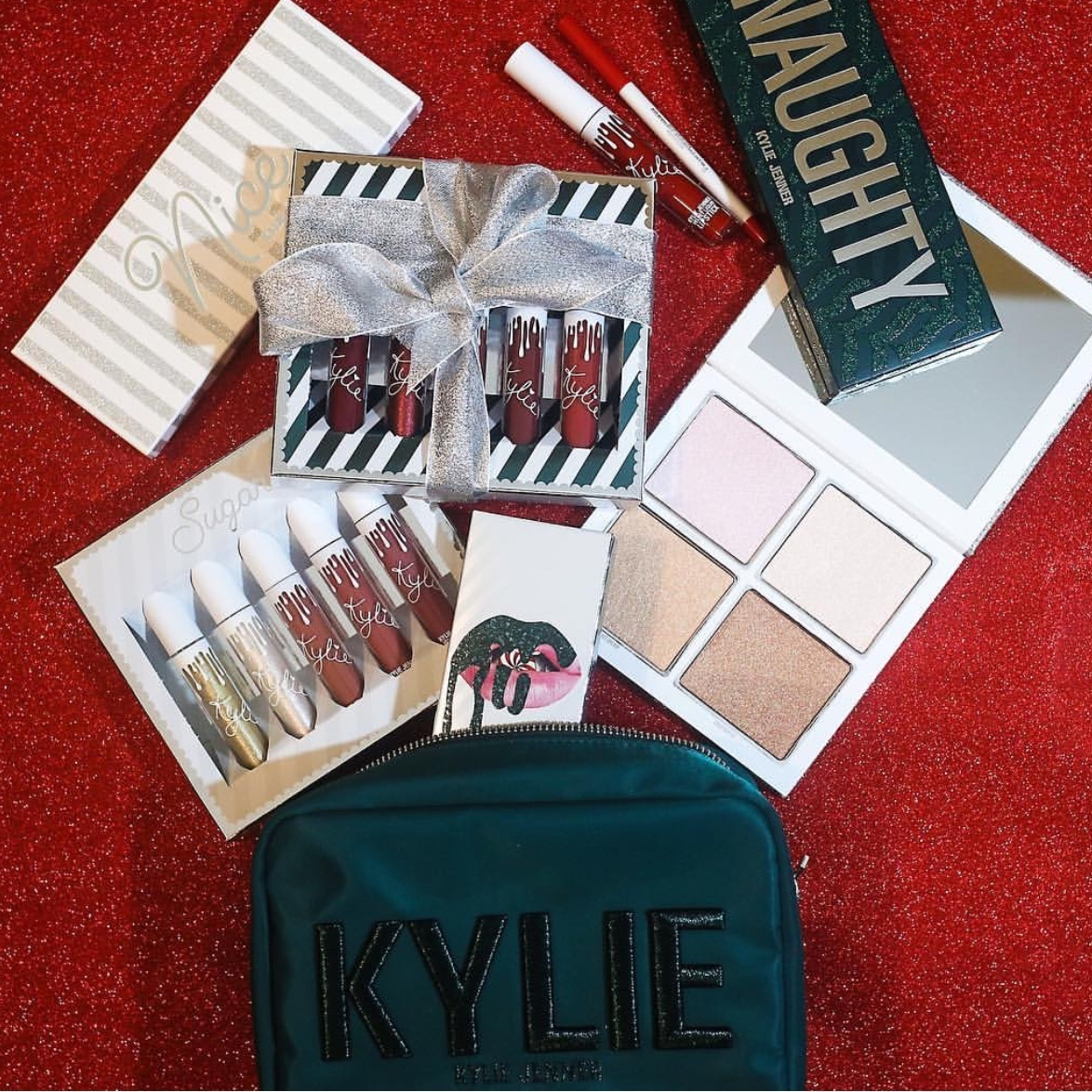 【KYLIE COSMETICS】ホリデー限定☆メイクポーチ☆
