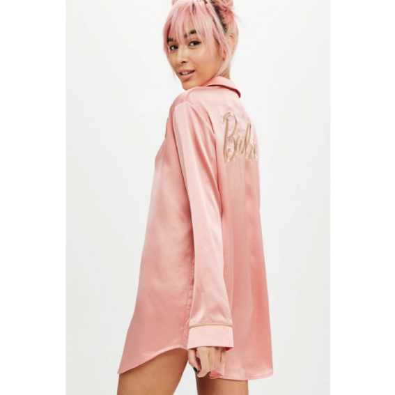 【Missguided】Barbie×Missguided ピンクサテンパジャマ