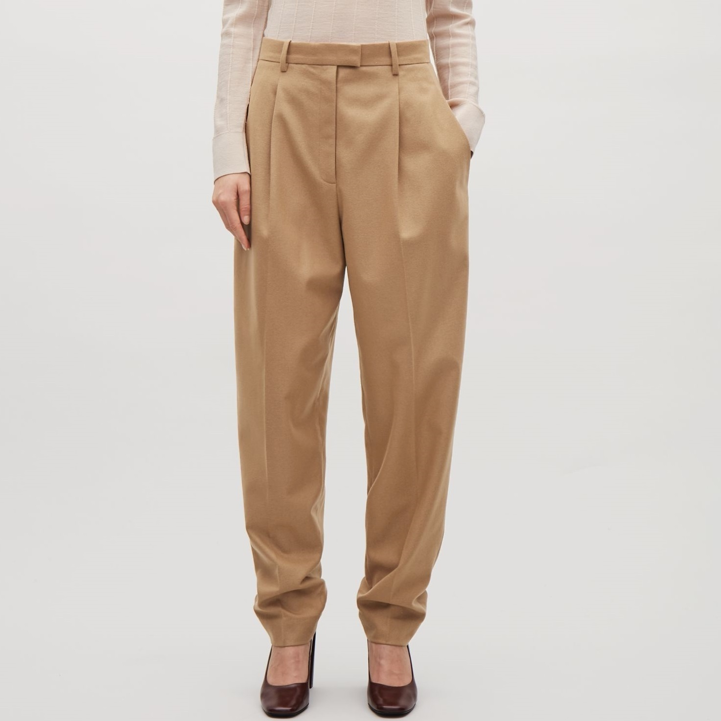 """COS""HEAVYWEIGHT WOOL TAPERED TROUSERS BEIGE"