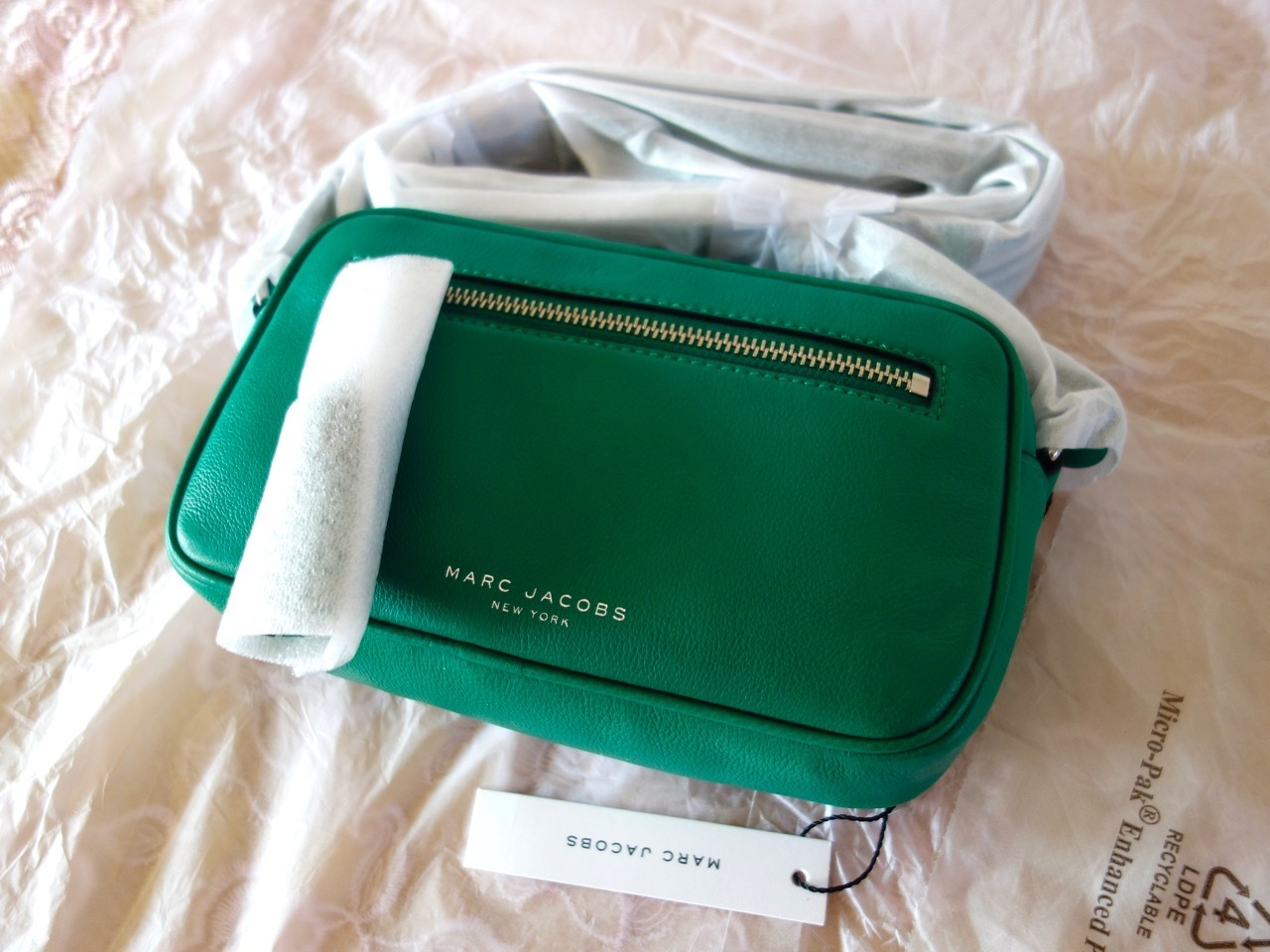 国内発 Marc Jacobs Zoom Crossbody Bag M0011978