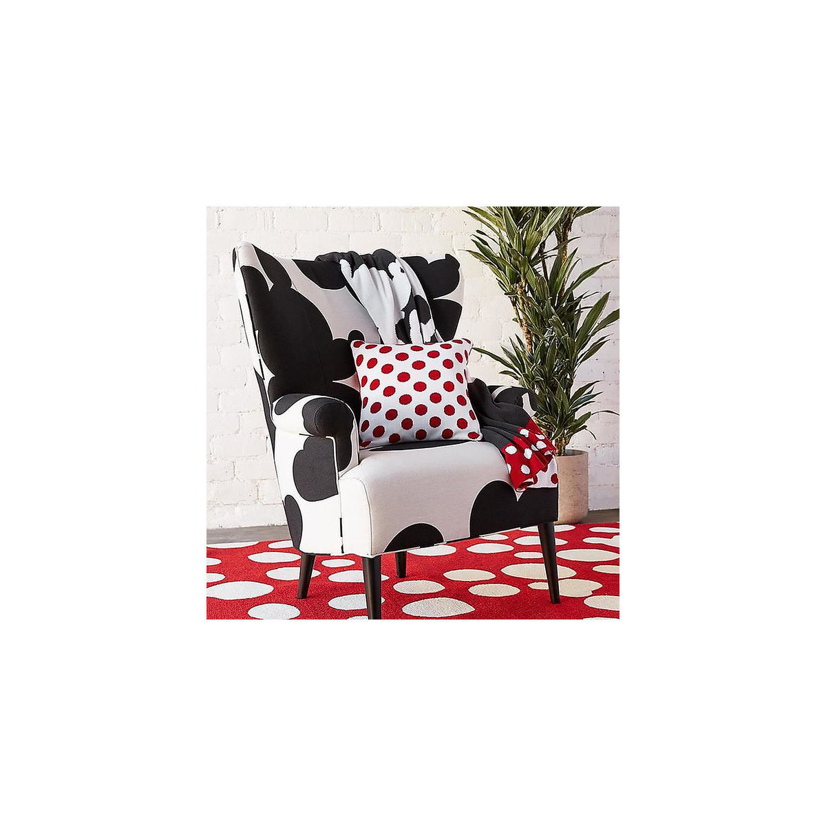 Mickey and Minnie Mouse Perfect Pair Knit Throw by Ethan