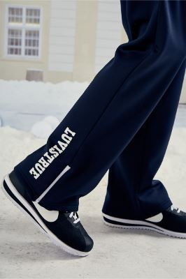 日本未入荷LUV IS TRUEの(UNISEX)LO TRACK PANTS 全2色