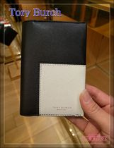 Tory Burchパスポート入れ☆BLOCK-T TRAVEL PASSPORT HOLDER