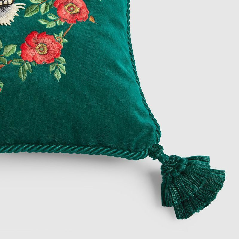 【GUCCI(グッチ)】 Velvet cushion with tiger embroidery
