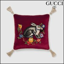 【GUCCI(グッチ)】 Velvet cushion with rabbit embroidery