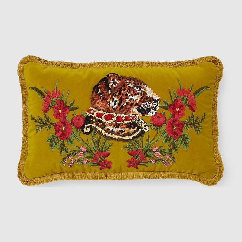 【GUCCI(グッチ)】 Velvet cushion with leopard embroidery