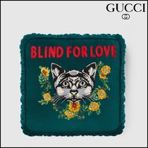 【GUCCI(グッチ)】 Velvet cushion with cat embroidery
