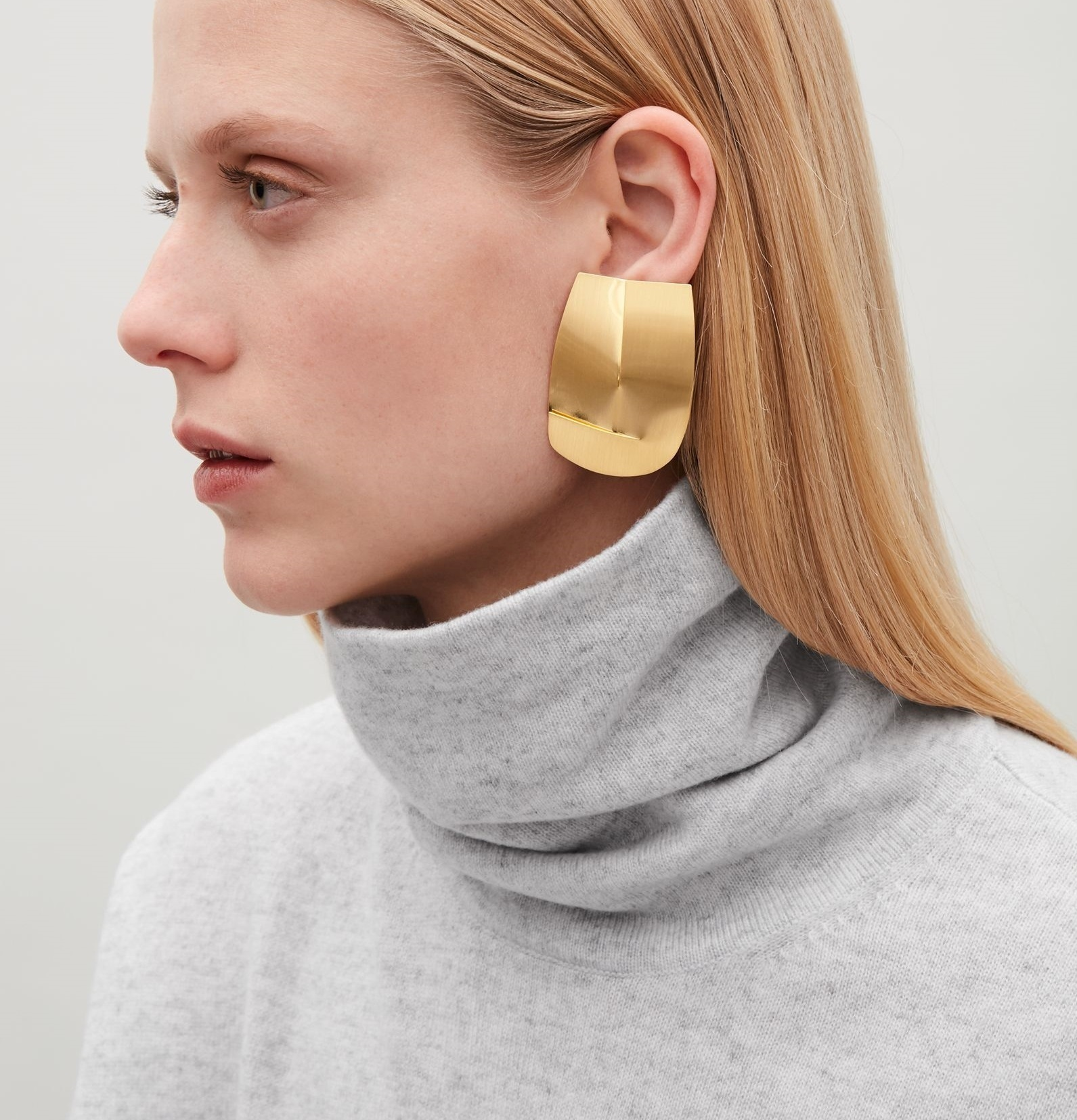 """""""COS""""FOLDED-OVER METAL EARRINGS GOLD"""