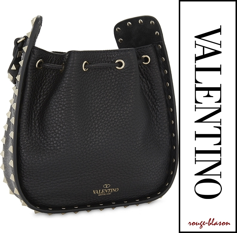 【国内発送】Valentino バッグ Rockstud grained bucket bag