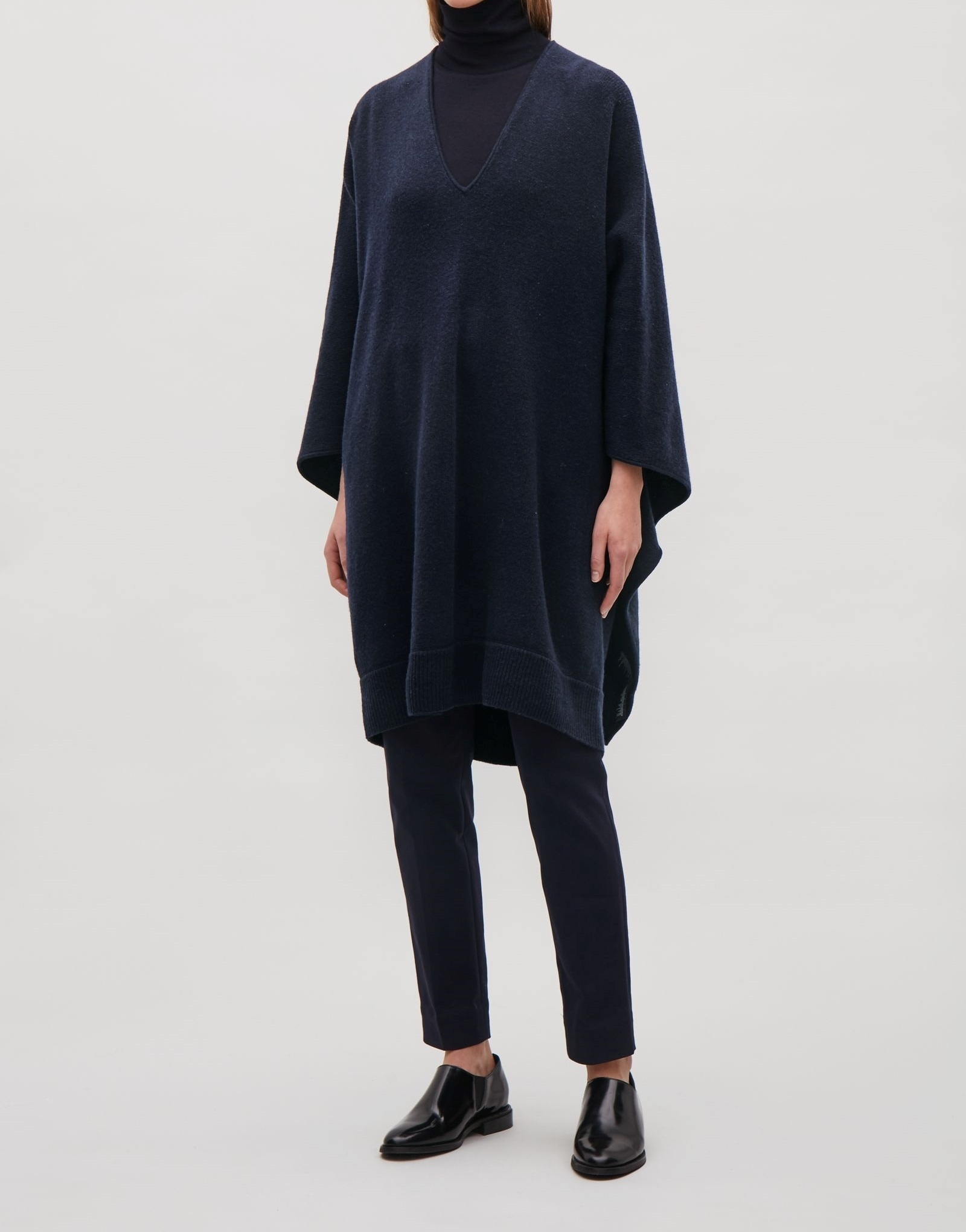 """COS""LAMBSWOOL CAPE NAVY"