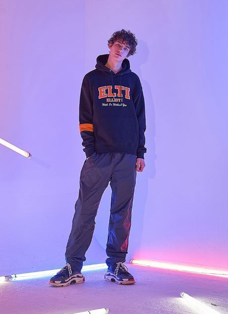 日本未入荷ELLIOTIのEllioti with Hoodieパーカー 全3色