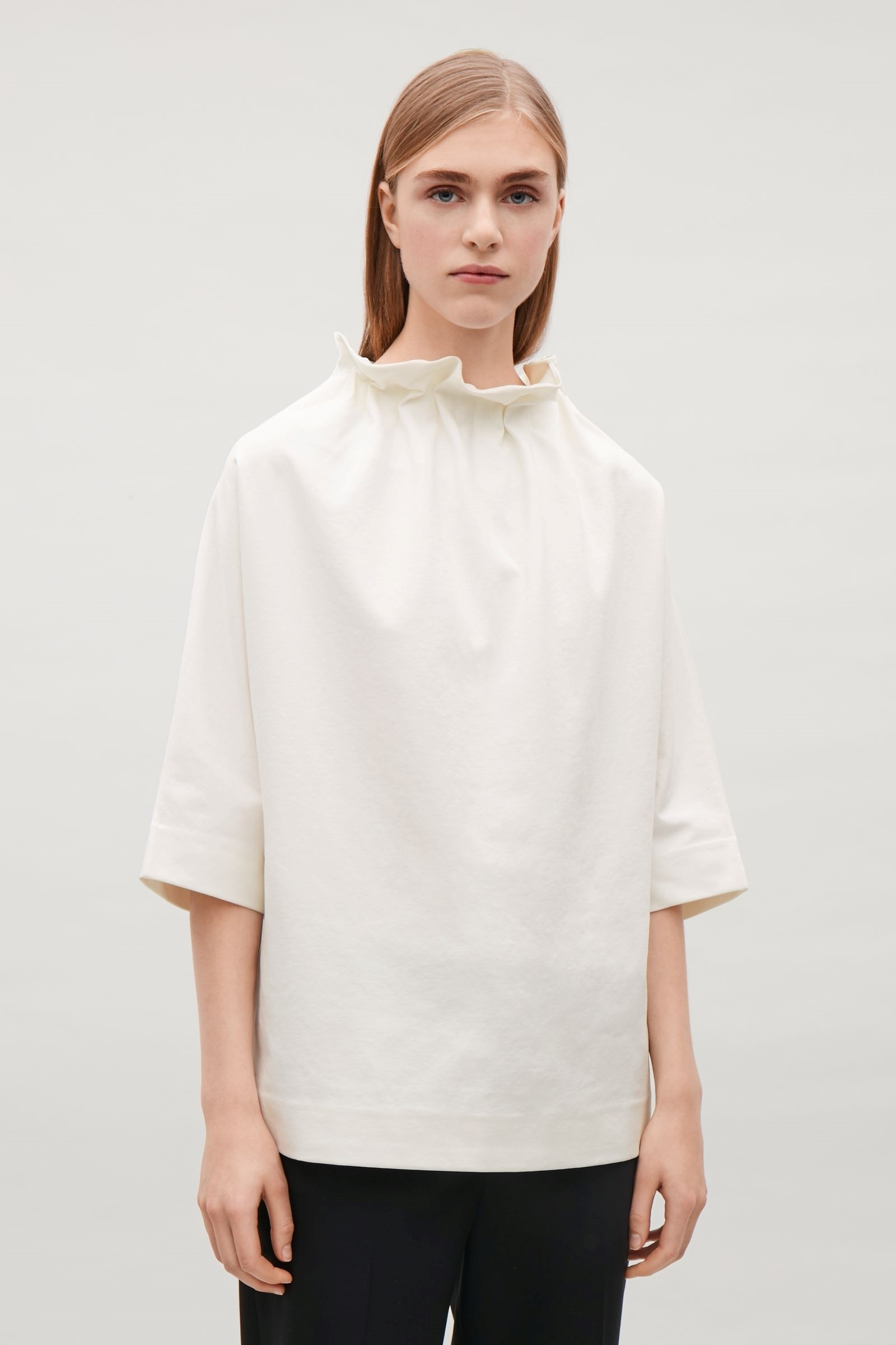 COS(H&M)新作☆TOP WITH COLLAPSING NECKLINE