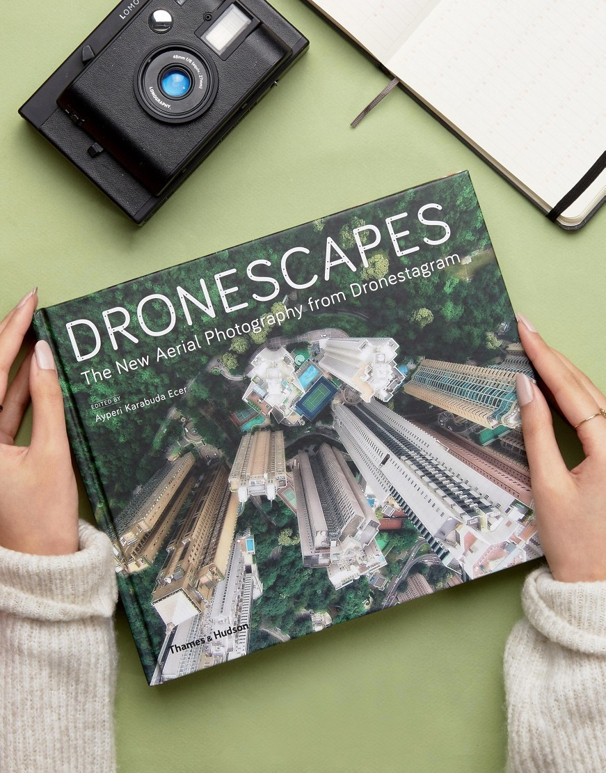 ○送料込○ Dronescapes Book