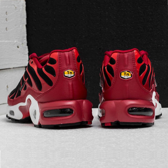 NIKE★関税込み★ AIR MAX PLUS★REDスニーカー★0174